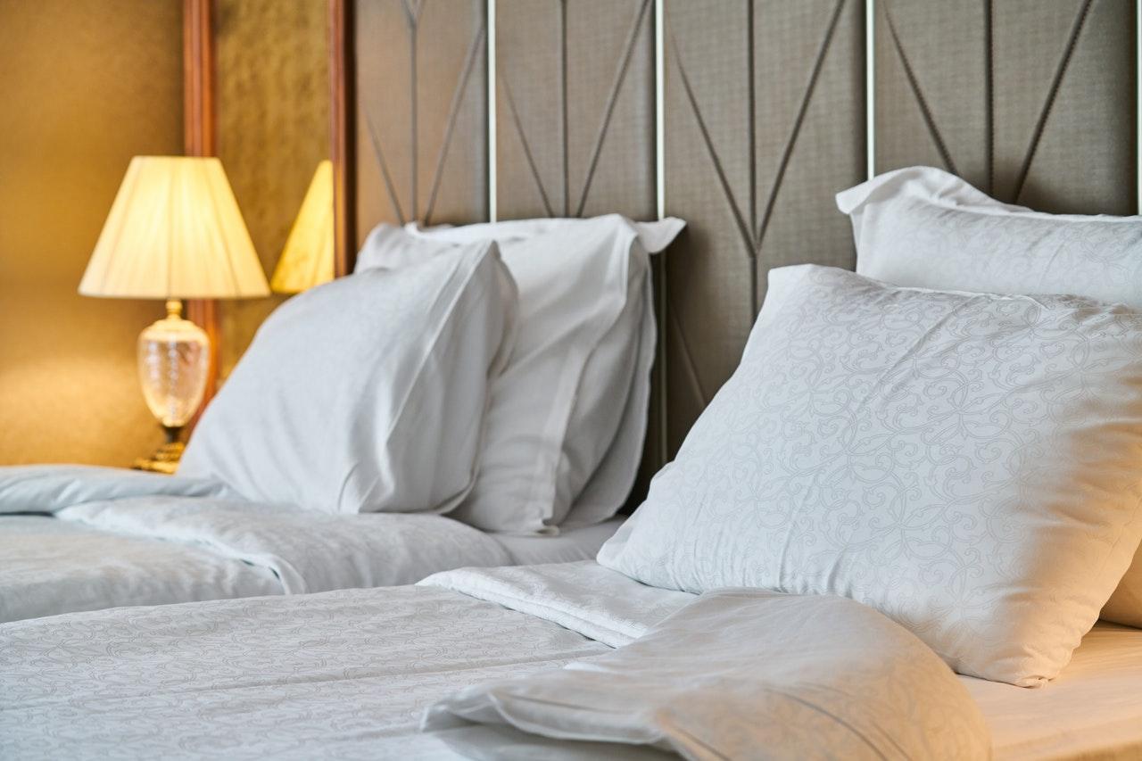 Łóżko tapicerowane dla jednej osoby. Świetny wybór do mniejszych pomieszczeń